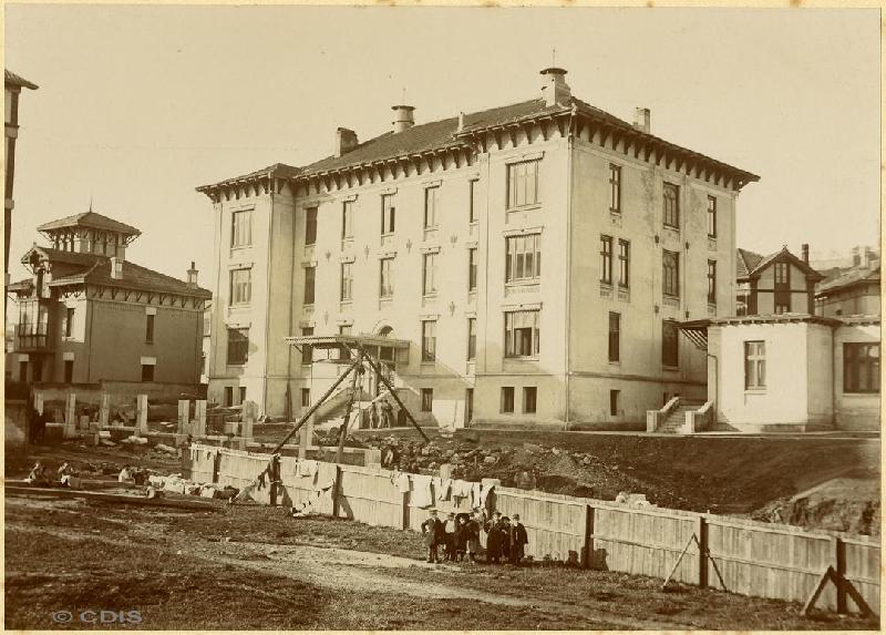 Exterior del Sanatorio de Madrazo durante su construcción